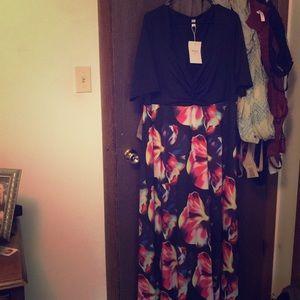 Dresses & Skirts - 3/4 sleeve dress with flowy flower skirt.